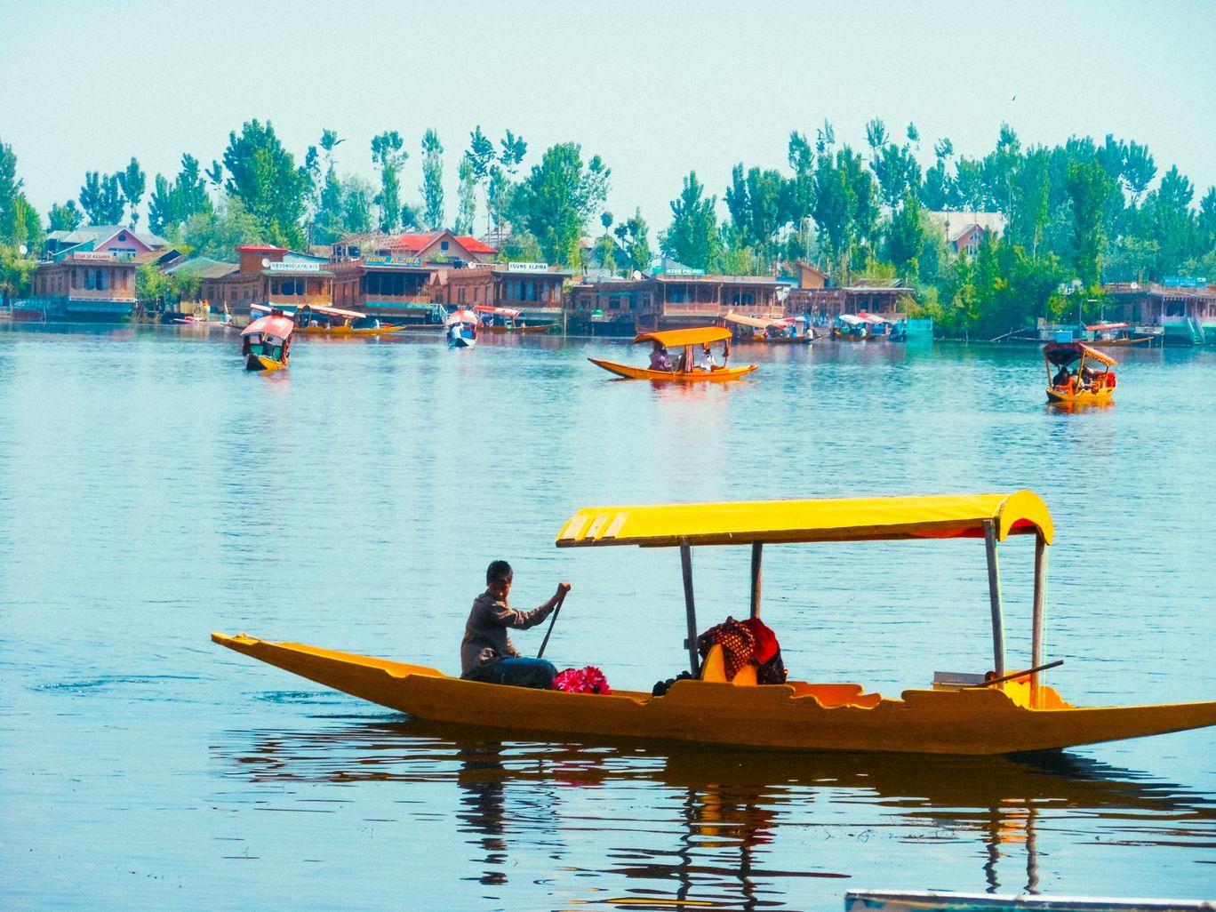 Photo of Dal Lake By Bhoomi Gondalia