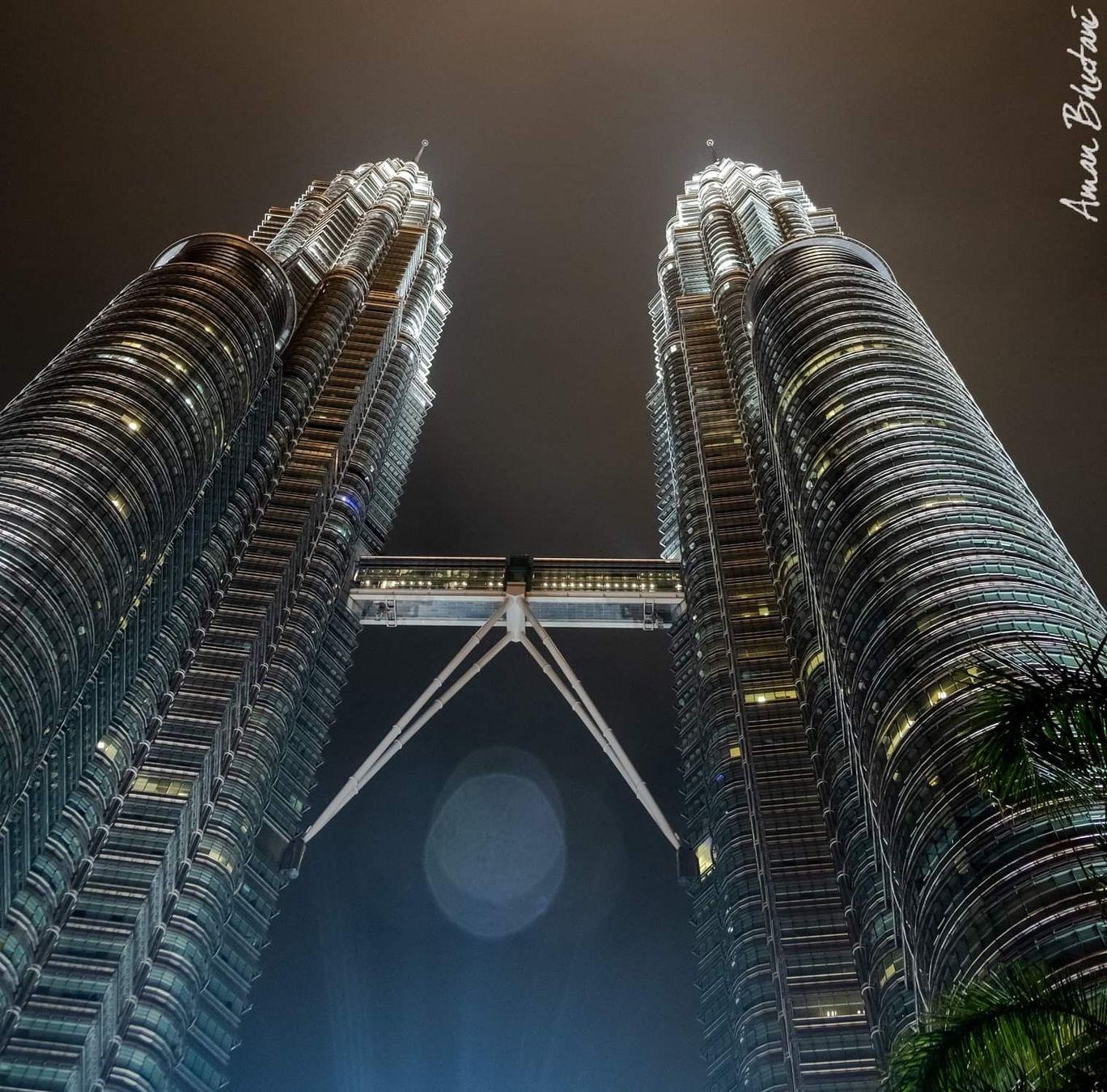 Photo of Petronas Twin Towers By Aman Bhutani