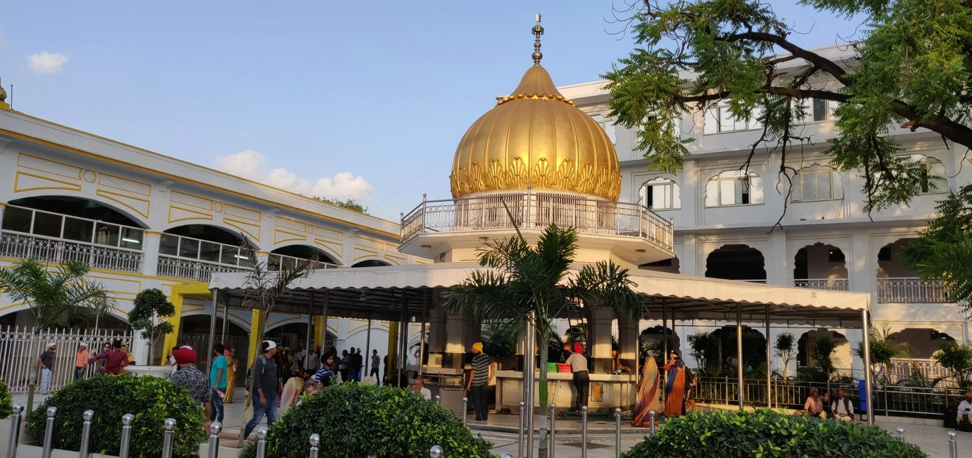 Photo of Gurudwara bangla sahib - a place to calm your soul in hustling bustling Delhi !! By Dinesh Lal