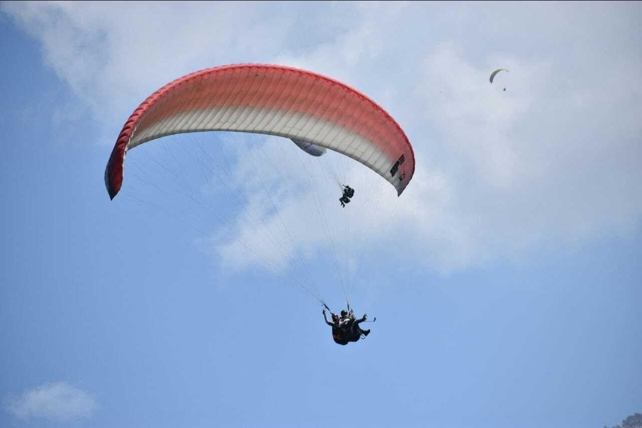 Photo of Bir Billing Paragliding By Deepshikha Nainani