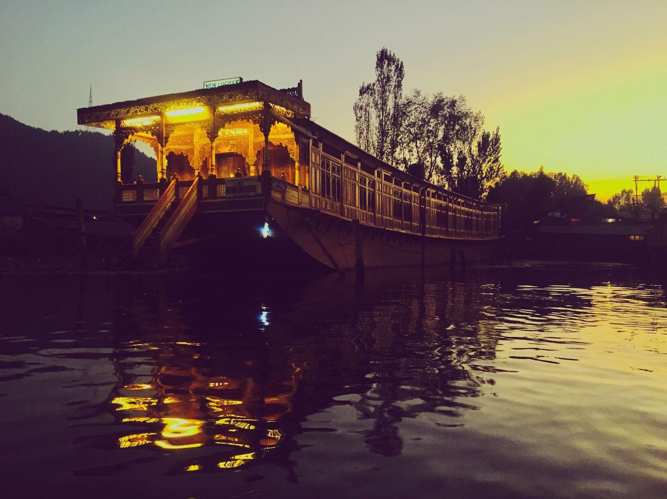 Photo of Dal Lake By Varsha Parwani
