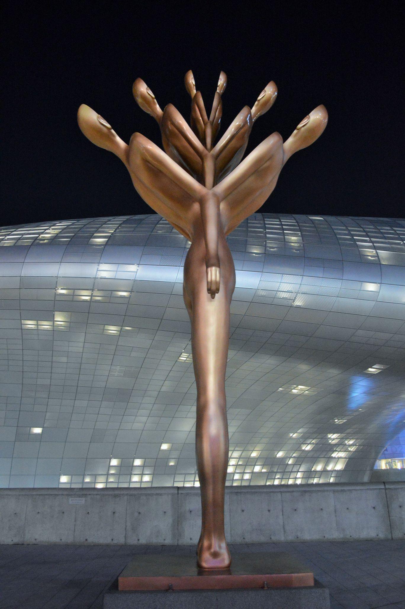 Photo of Dongdaemun Design Plaza By Kapil Kumar