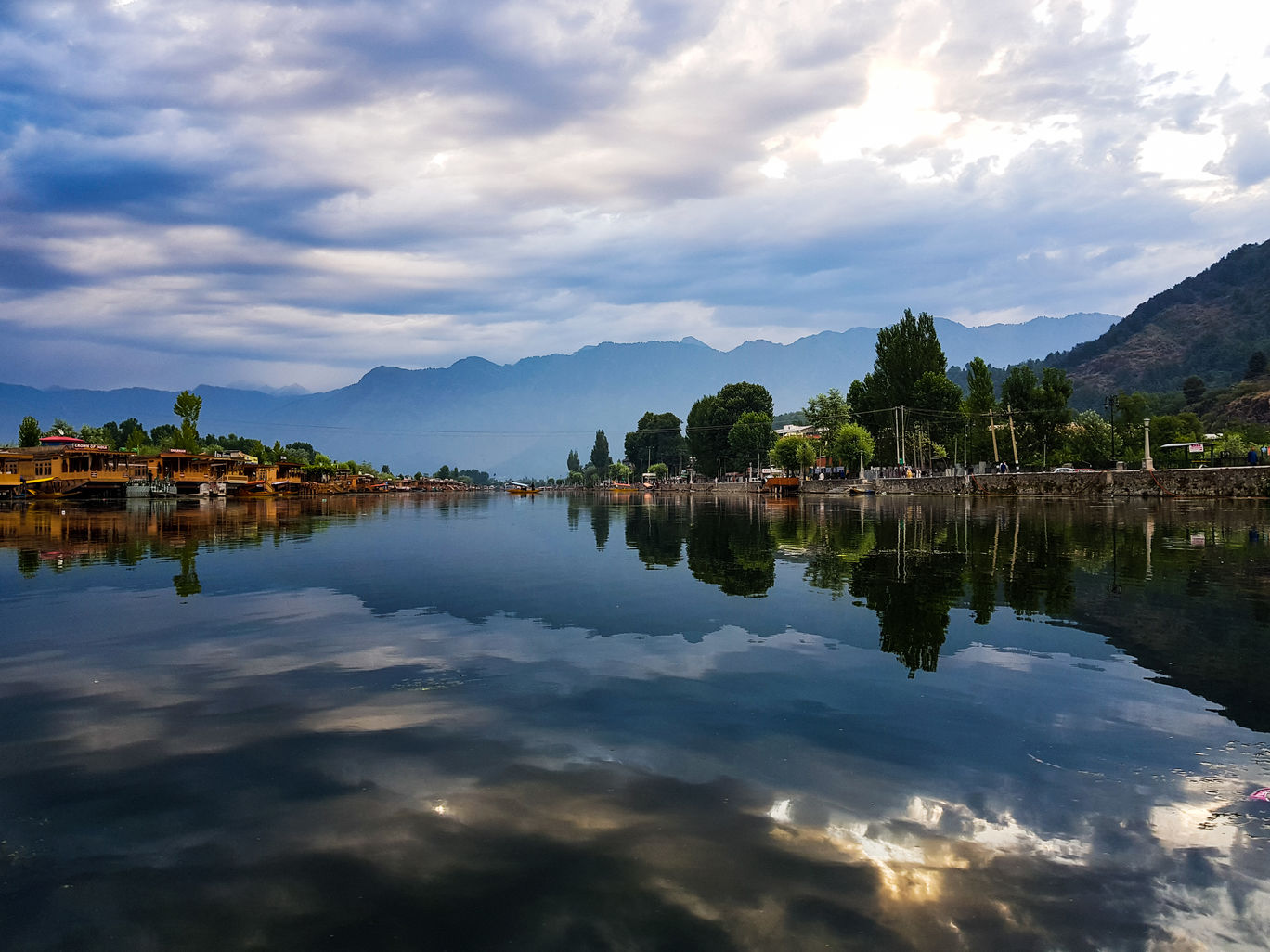 Photo of Dal Lake By Parthiban