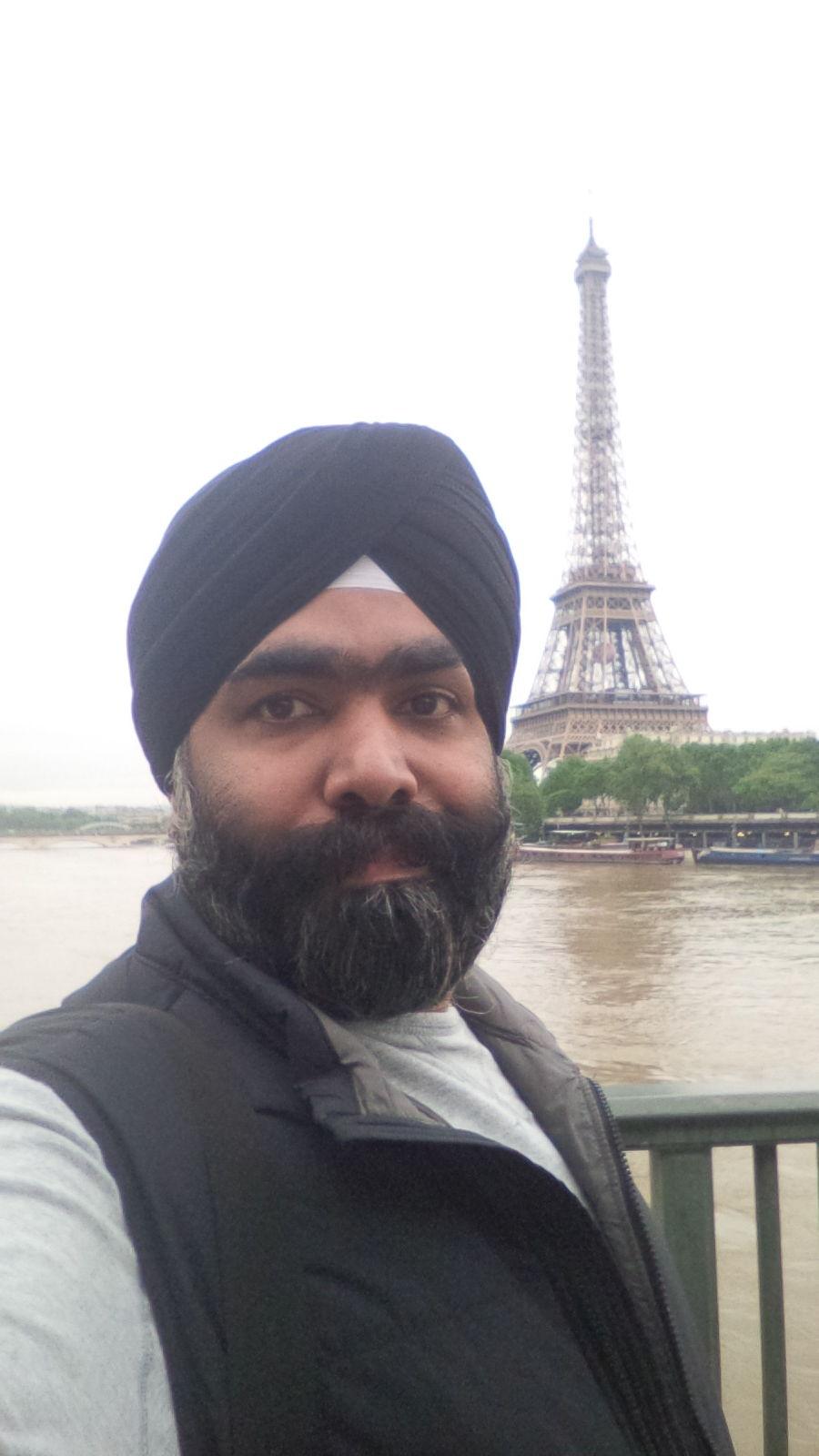 Photo of Eiffel Tower By Charandeep Singh
