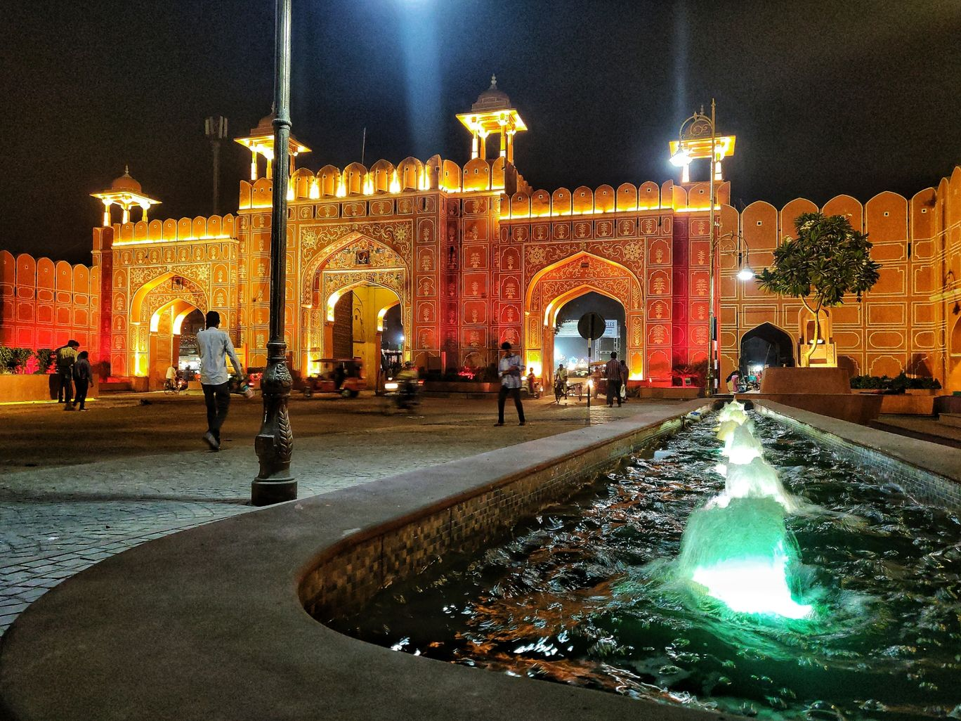 Photo of Ajmeri Gate By Neha jain
