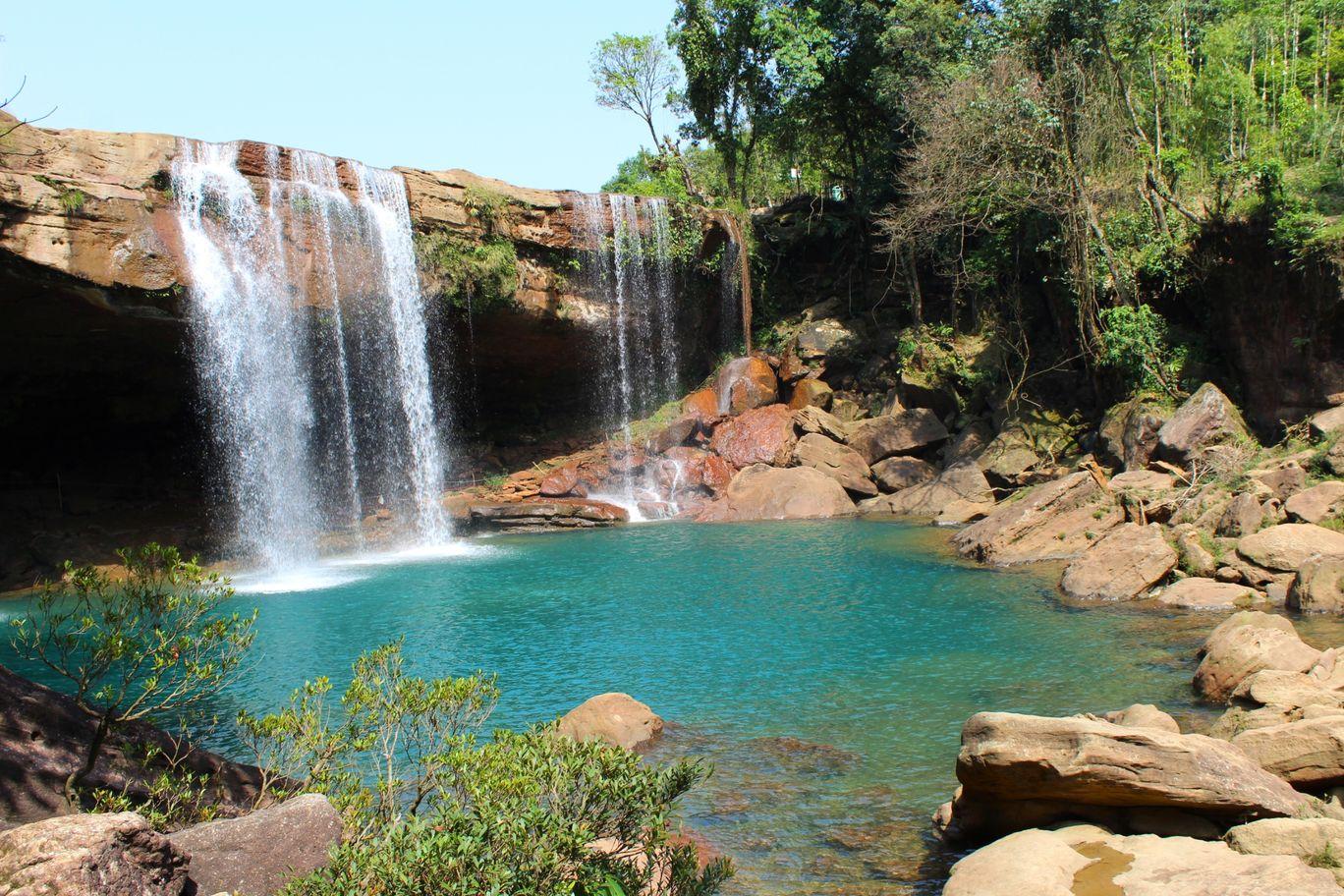 Photo of Krang Shuri Waterfall By Wandering Budha