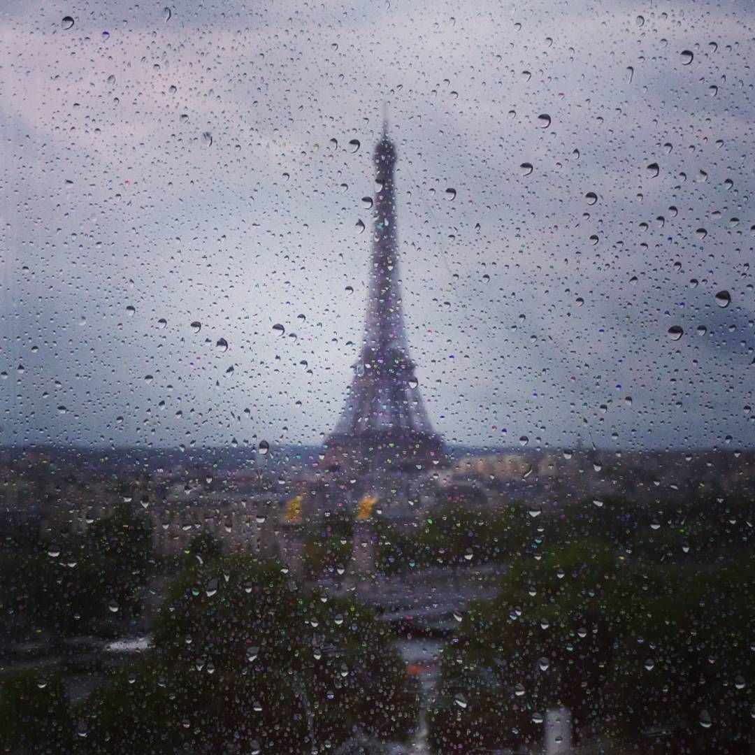 Photo of Eiffel Tower By Neeharika Sekhar