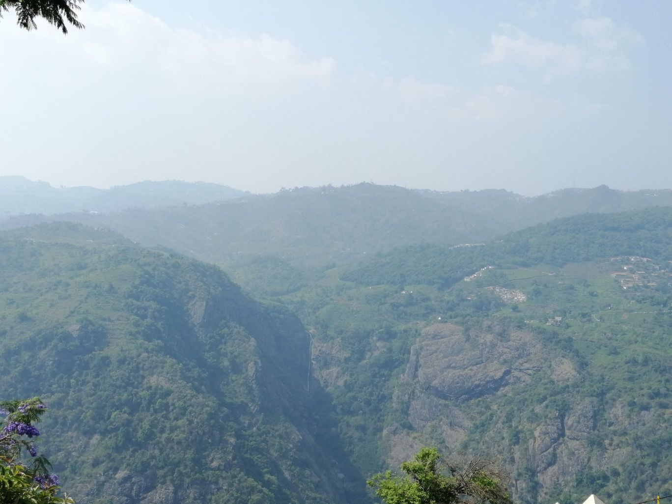 Photo of Coonoor By Hari Chandu Vakacharla