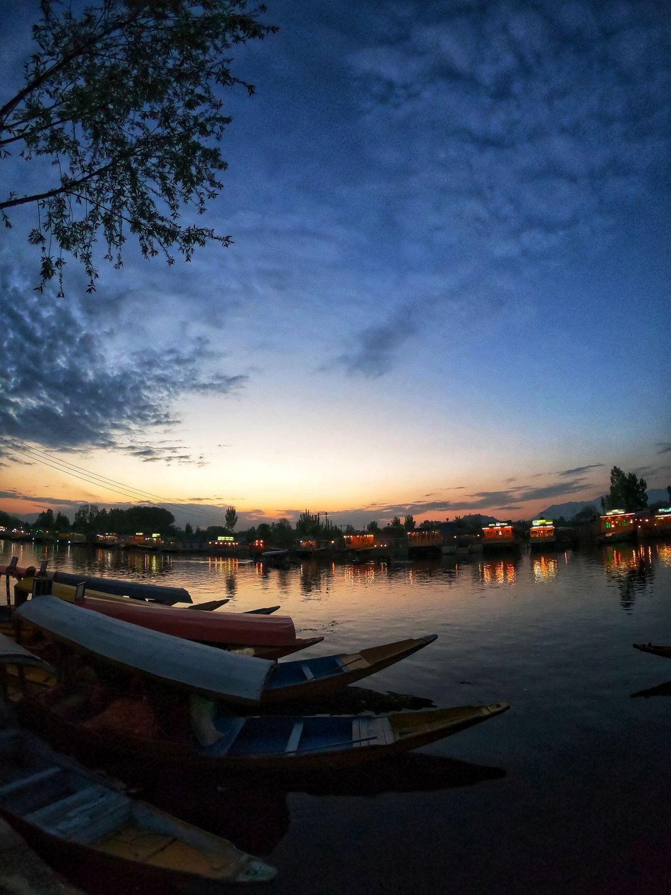 Photo of Dal Lake By Akash Mendpara