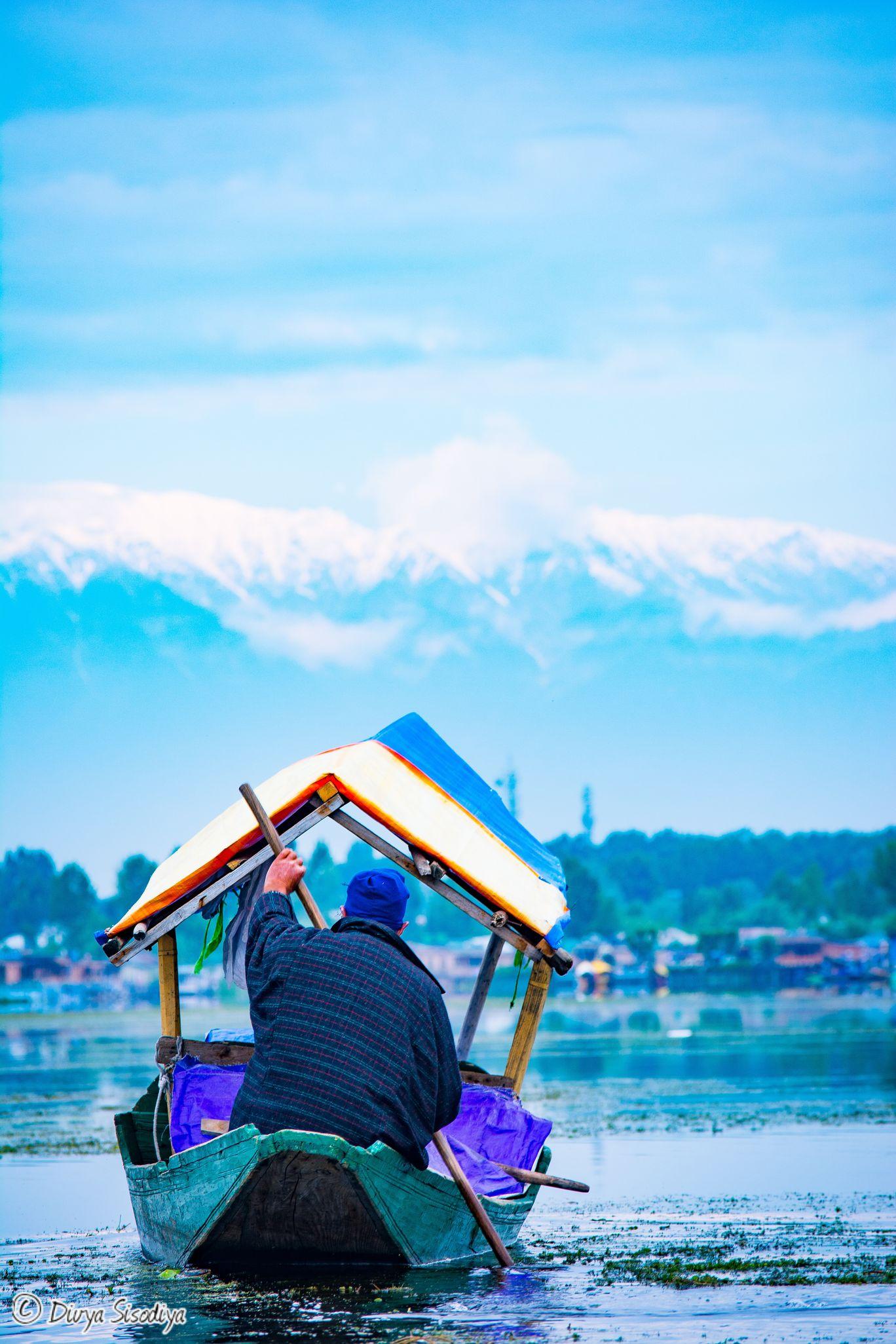 Photo of Dal Lake By Divya Sisodiya