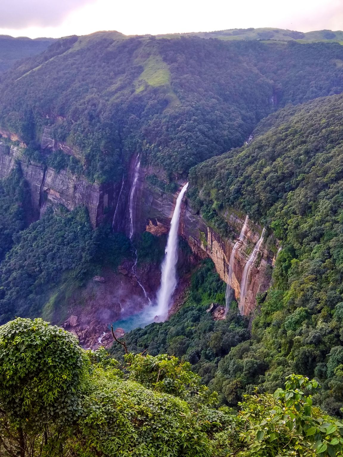 Photo of NohKaLikai Falls By Priyanka Emily Monteiro