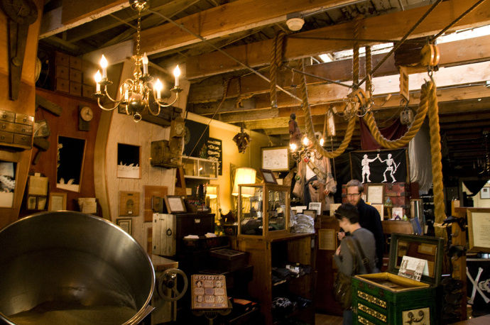 Valencia pirate shop, Valencia, Spain: View Images, Timing and