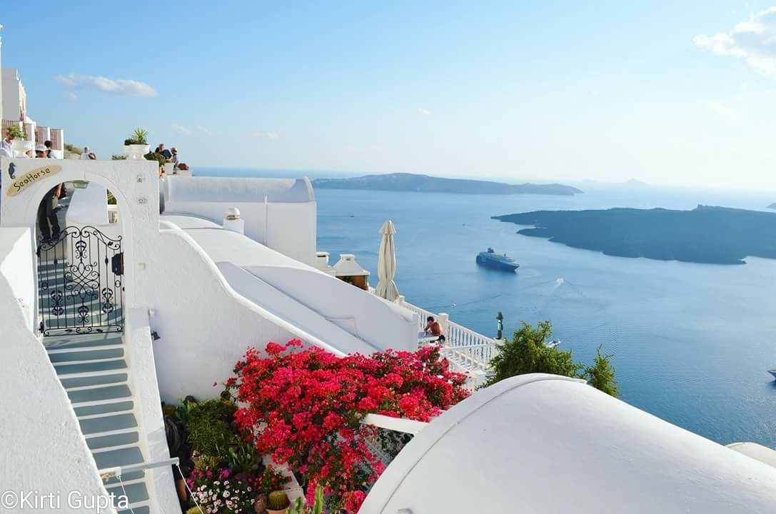 Photo of Santorini By Kirti Gupta