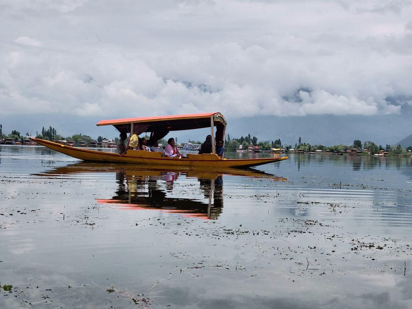 Photo of Dal Lake By Amit Thapliyal