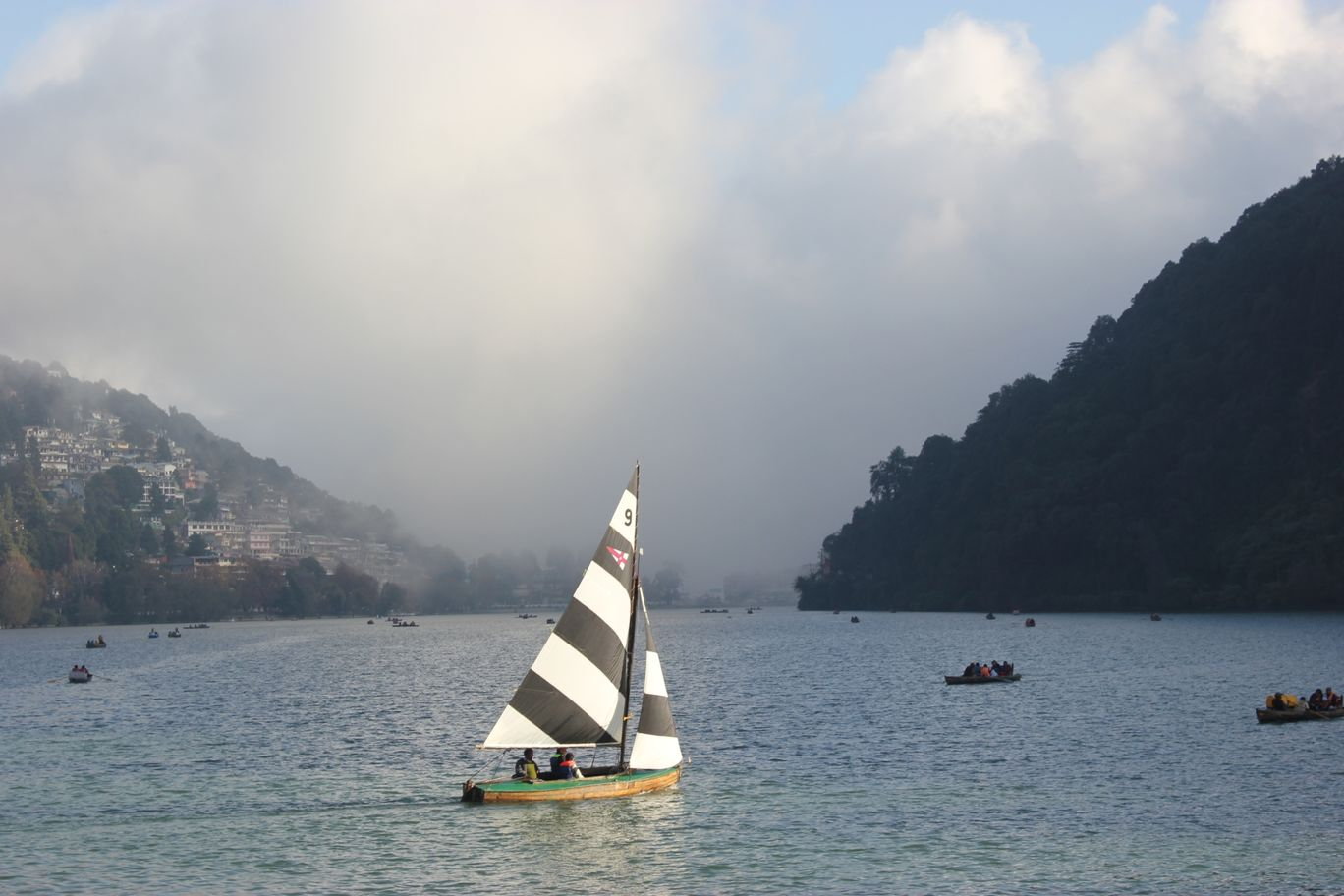 Photo of Nainital Lake By Aniruddha Pathak