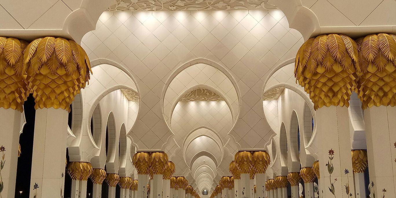 Photo of Sheikh Zayed Grand Mosque Center - Abu Dhabi - United Arab Emirates By Ayush Bansal