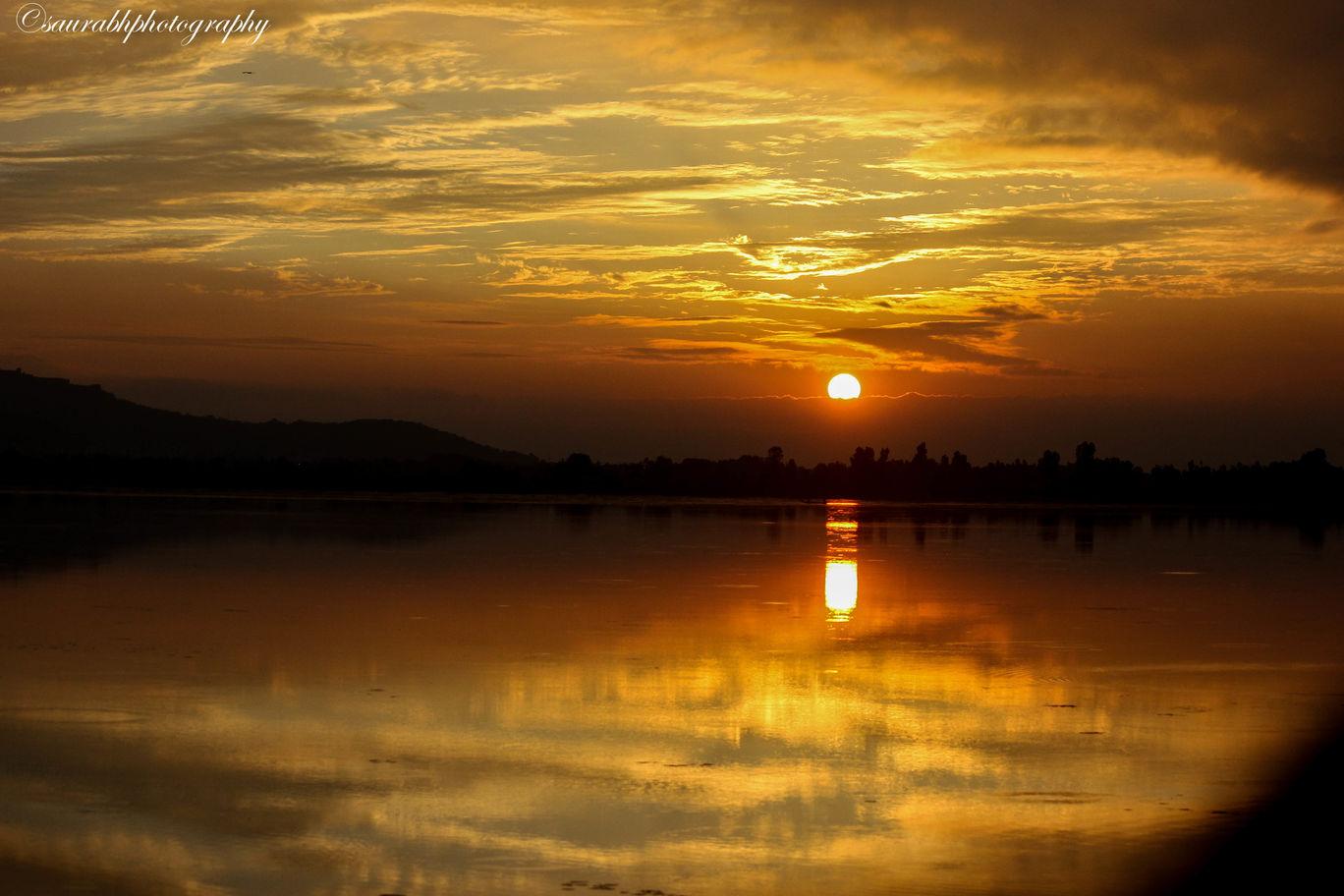 Photo of Dal Lake By Saurabh Walekar