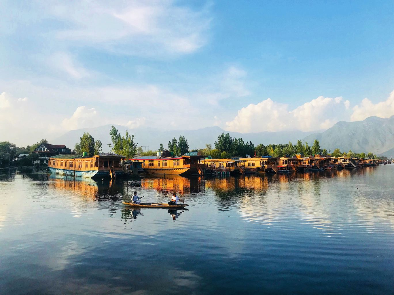 Photo of Dal Lake By isha hyanki