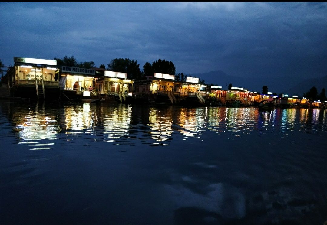 Photo of Dal Lake By Sanjoli