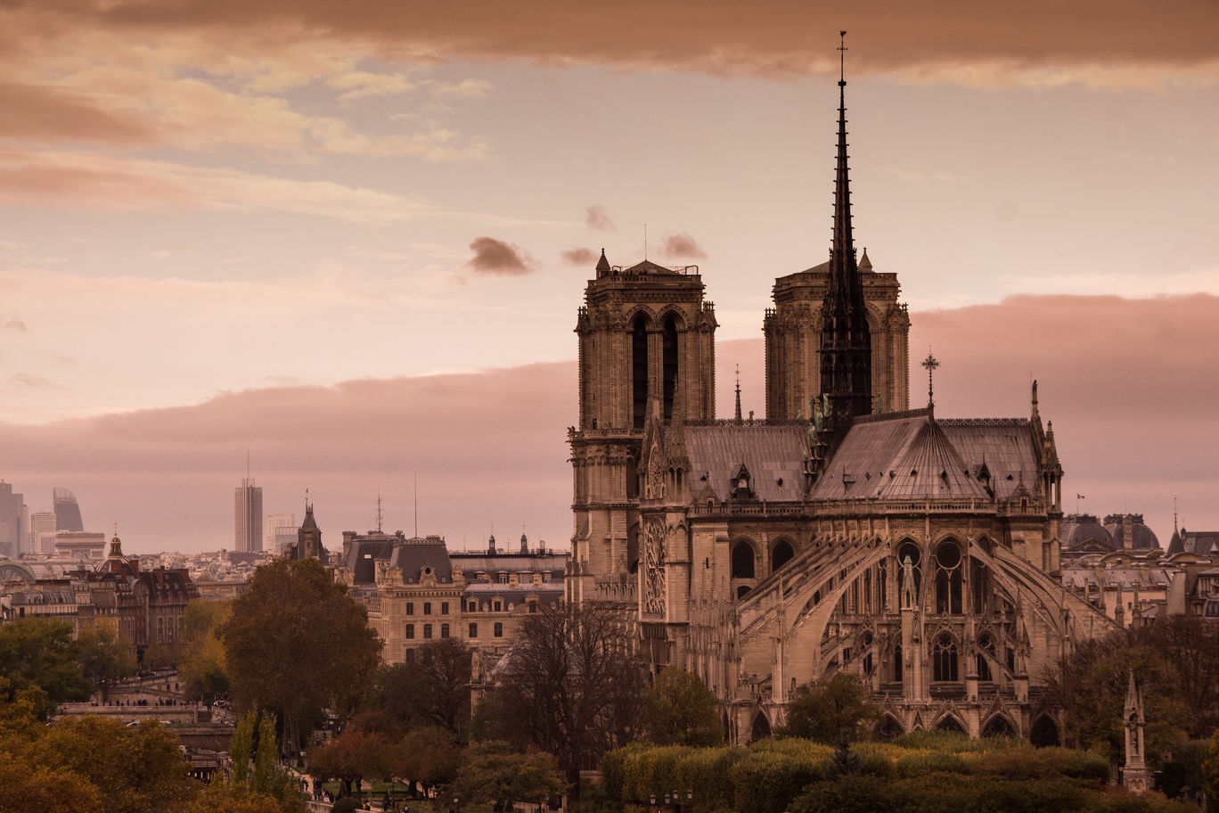 Photo of Notre Dame By smit Badiani
