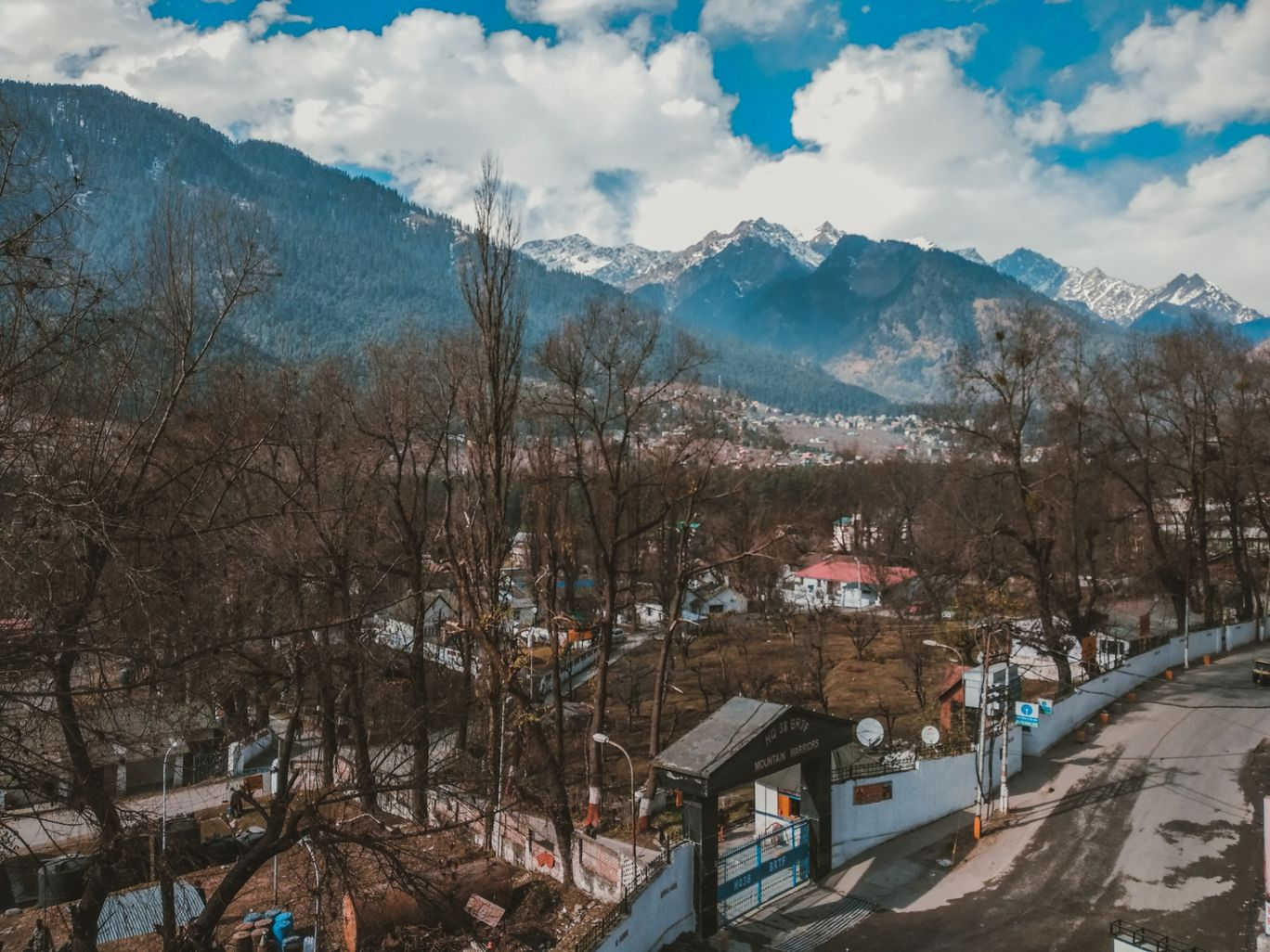 Photo of Manali Mall Market By Anant Redkar