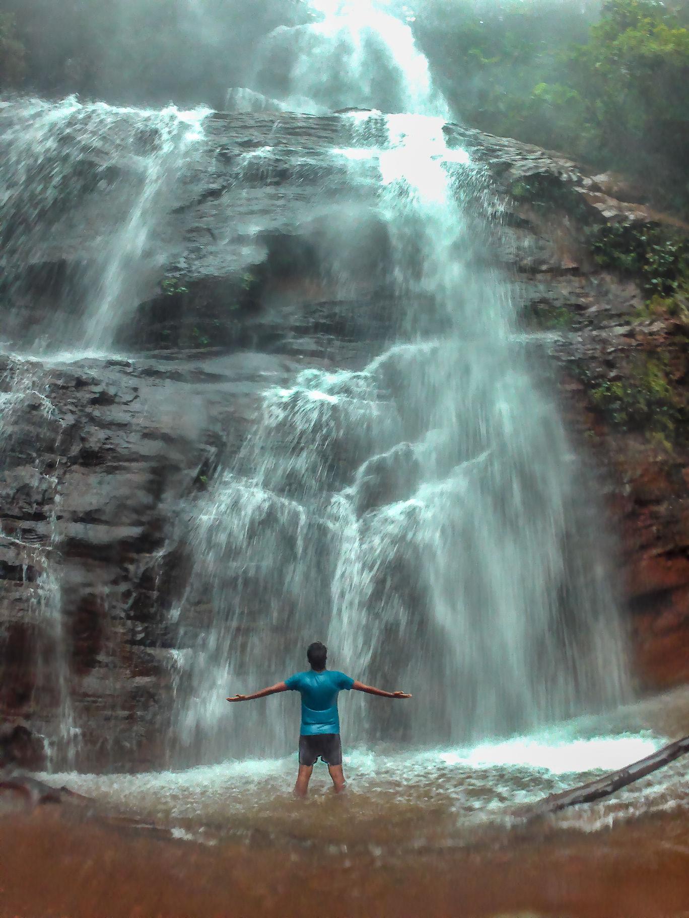 Photo of Jhari water falls path By Raghav Raghul