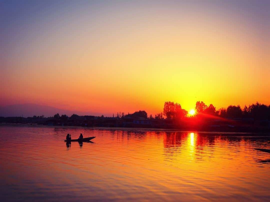 Photo of Dal Lake By Khushboo