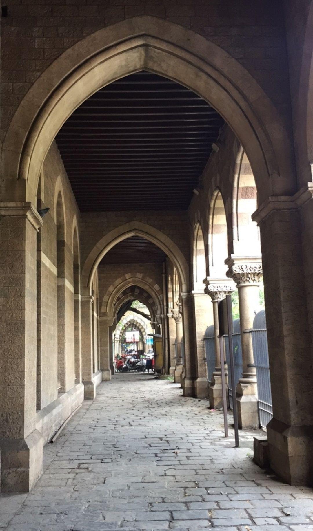 Photo of Elphinstone College By Mayur Madhavi