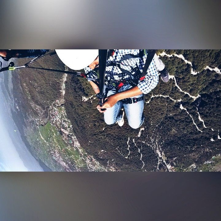Photo of Bir Billing Paragliding Himachal By Aakash Pandey