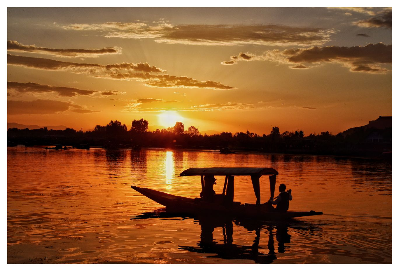 Photo of Dal Lake By Harsha