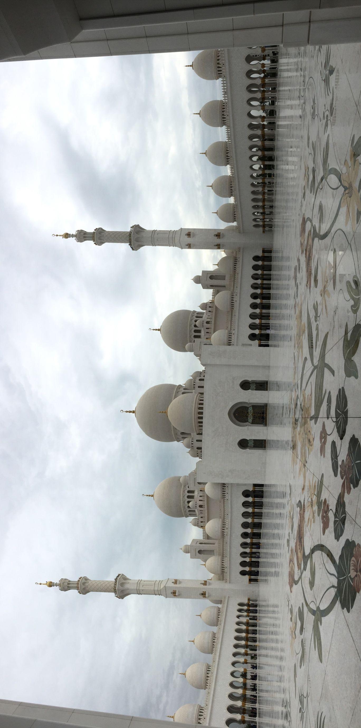 Photo of Sheikh Zayed Mosque - Abu Dhabi - United Arab Emirates By Aditya Nargotra