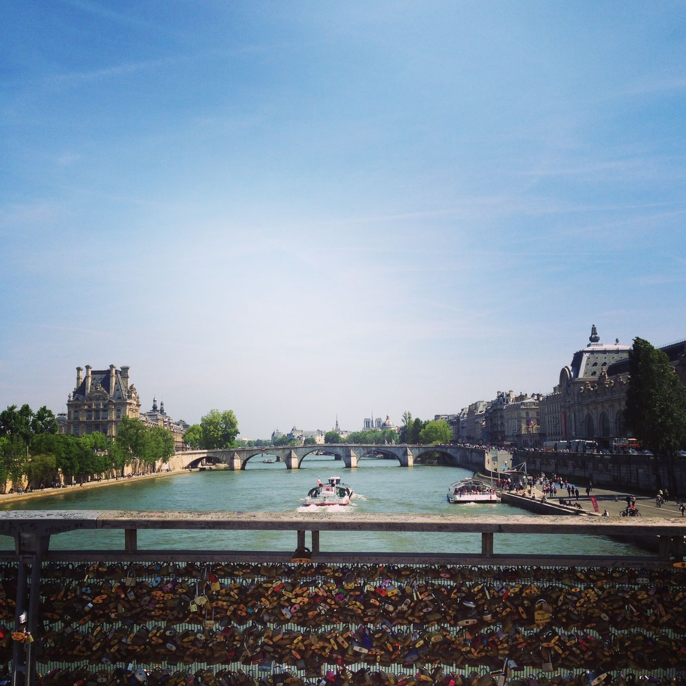Photo of Paris By Julie Bordoloi