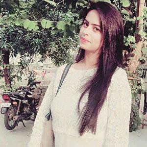 Zainab Hussain Travel Blogger
