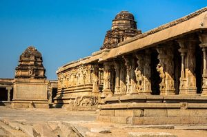 Hampi - A stroll among the ruins