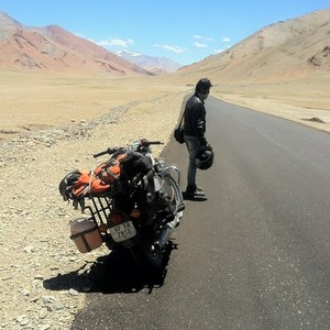 2 Wanderers,a Classic 350,2 mirrors stolen-adventures of ladakh