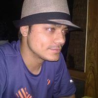 Ali Alvi Travel Blogger