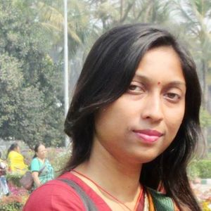 Mona Via Travel Blogger