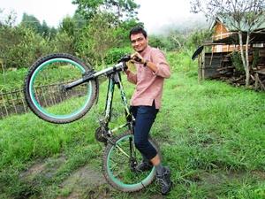 Anshuman- Travelling in my Swings!! Travel Blogger