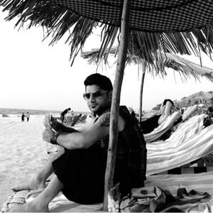 sameer thakrar Travel Blogger