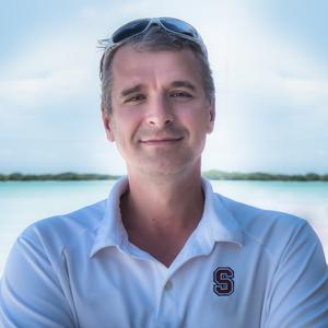 Viktor Elizarov Travel Blogger