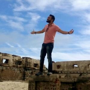 Albert Alani Travel Blogger
