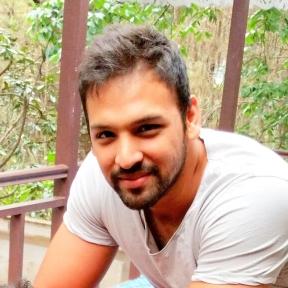 hakim Travel Blogger