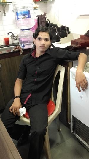 Akbar Ansari Travel Blogger