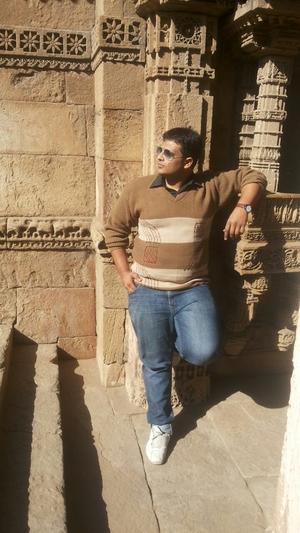 HARSHIL SHAH Travel Blogger
