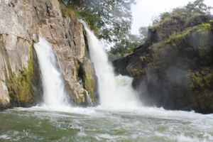 Hogenakkal Falls - the place between two states