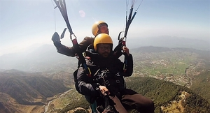 BIR - Paragliding , Mountain Biking and Zostelling