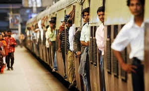 10 Kickass Things to Learn From Mumbai Local Trains!