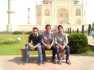 my agra tour with my friends
