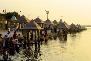 Dwarka: Religious abundance or traveler's crisis?