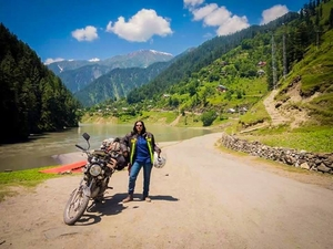 This 20-Year-Old Pakistani Female Biker Dared to Ride From Lahore to Kashmir, Alone!